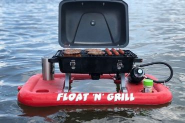 Float'N'Grill- This Portable Floating Grill Lets You BBQ On The Water
